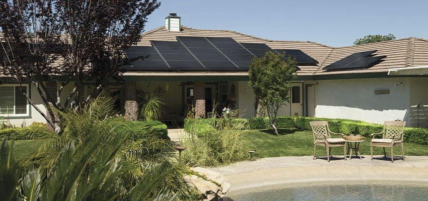 paneles-solares-vivienda-sostenible-bioconstruccion